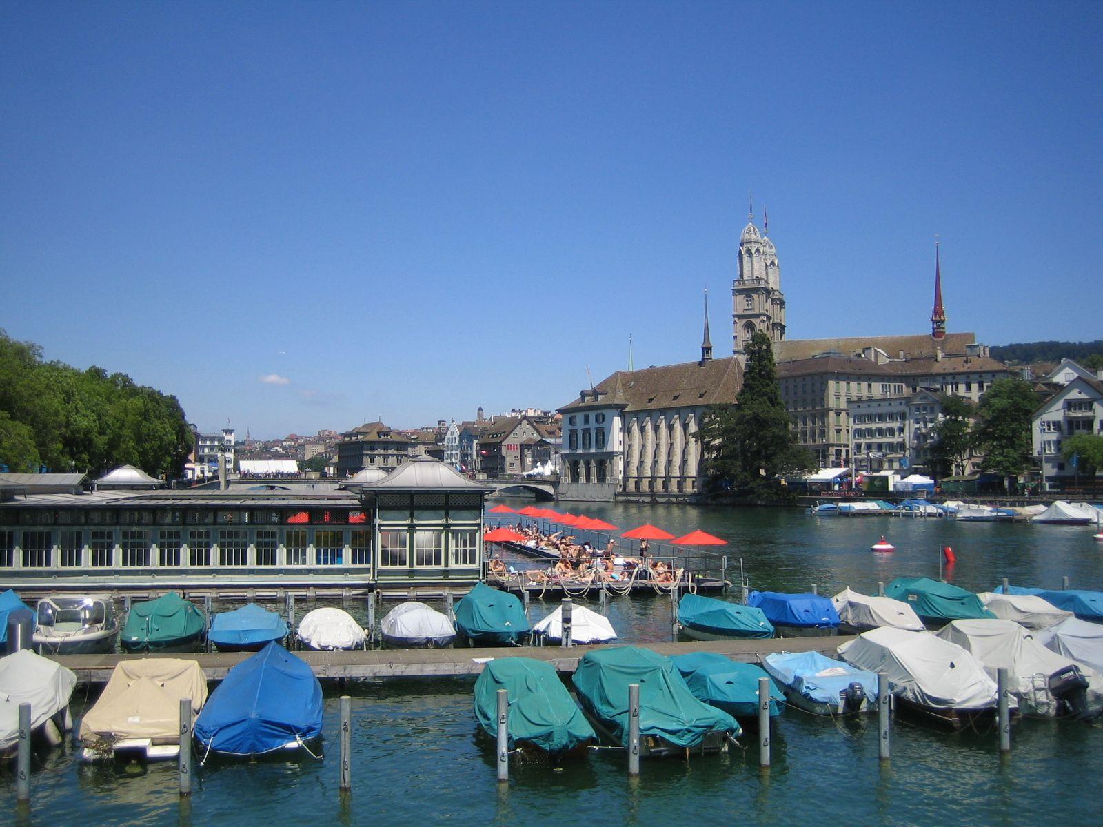 Die Schweiz (hier der Zürcher See) sieht vornehm und friedlich aus - doch der Schein trügt