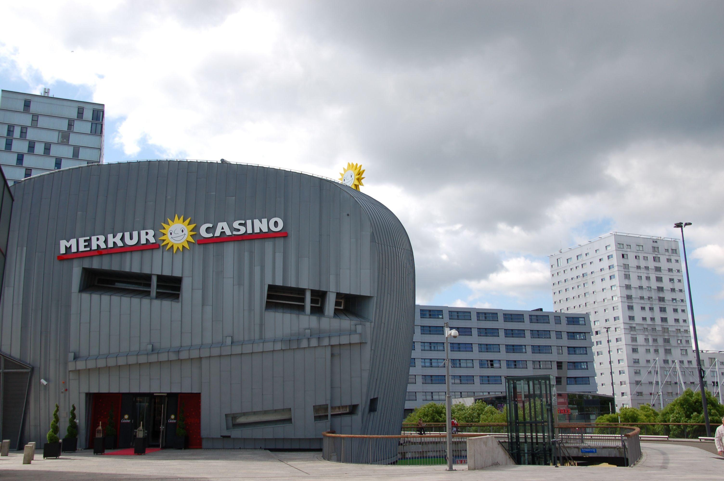 Hymnischer Niedergang: Das Muzinq mit seiner Zinkfassade war eine Konzerthalle, die der britische Architekt Will Alsop entworfen hat. Die Musiker konnten die Leute nicht begeistern - jetzt ist ein Casino eingezogen. (Bild: Ralf Johnen)