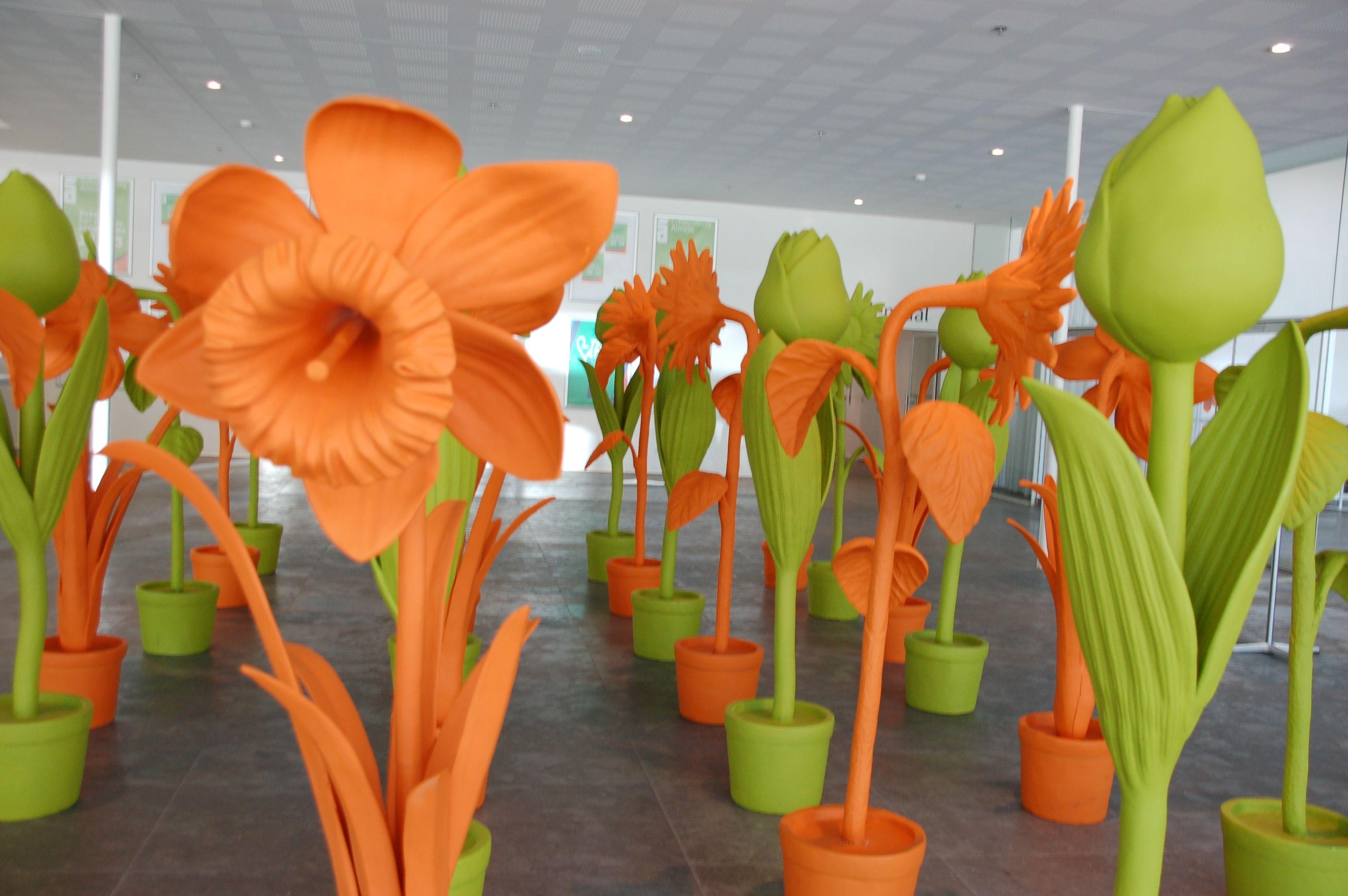 Blumen sind groß in Flevoland - auch im Foyer des Rathauses. (Bild: Ralf Johnen)