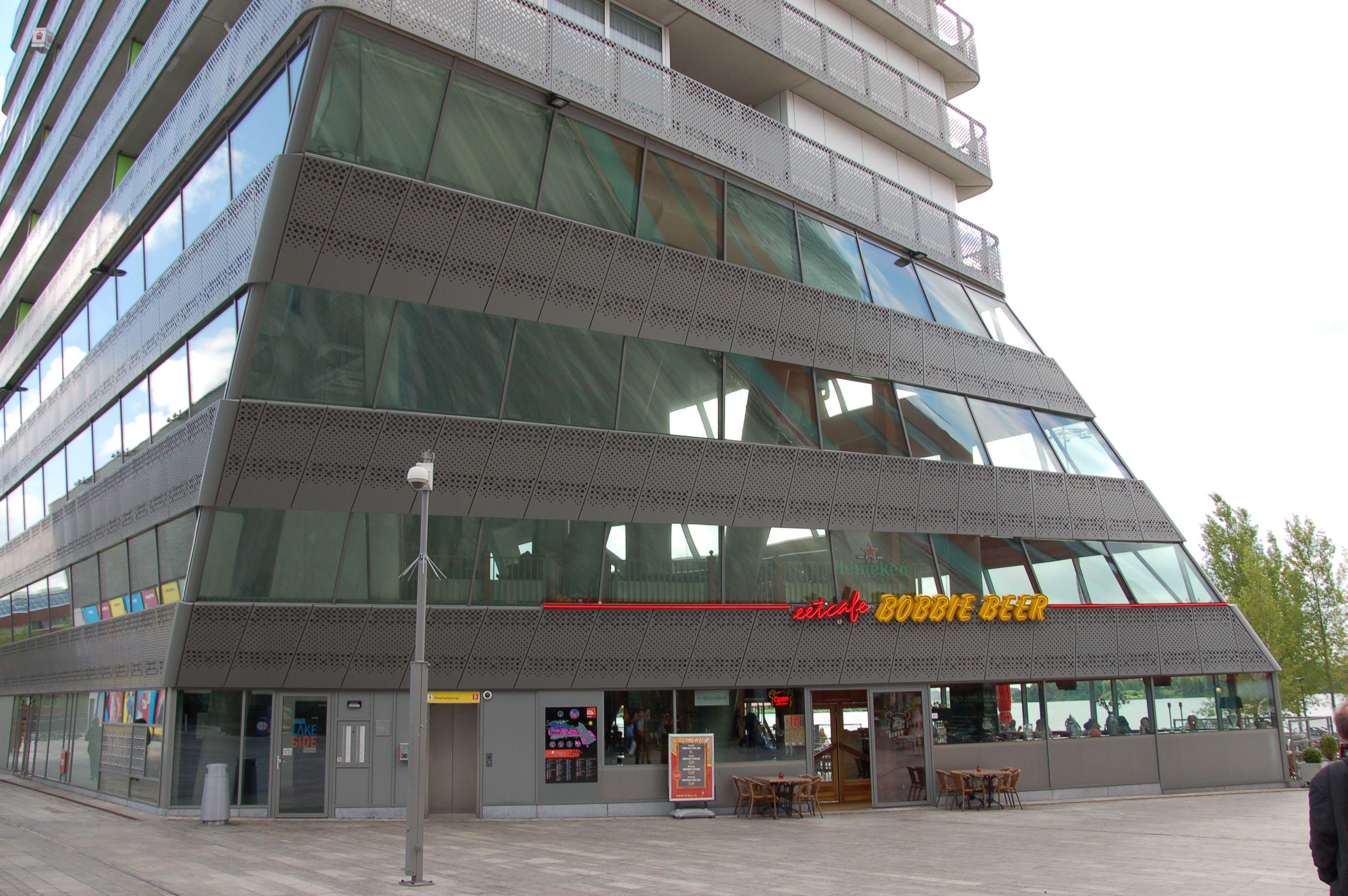 Verdrehter Grundriss: Bürohaus im neues Zentrum von Almere (Bild: Ralf Johnen)