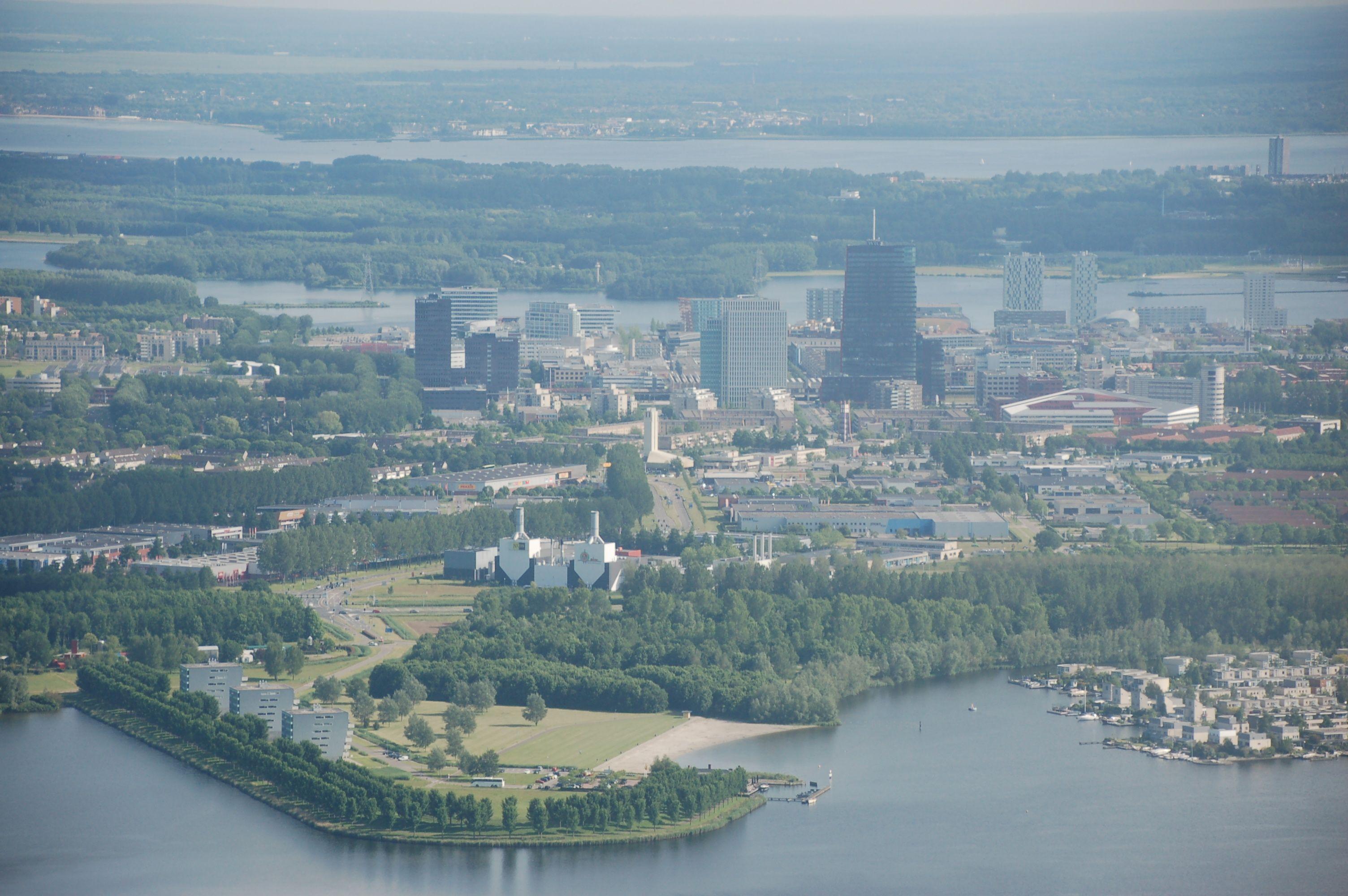 Almere ist zur fünfgrößten Stadt der Niederlande geworden - mit eigener Skyline. Schon in 20 Jahren sollen hier 300 000 Menschen leben.