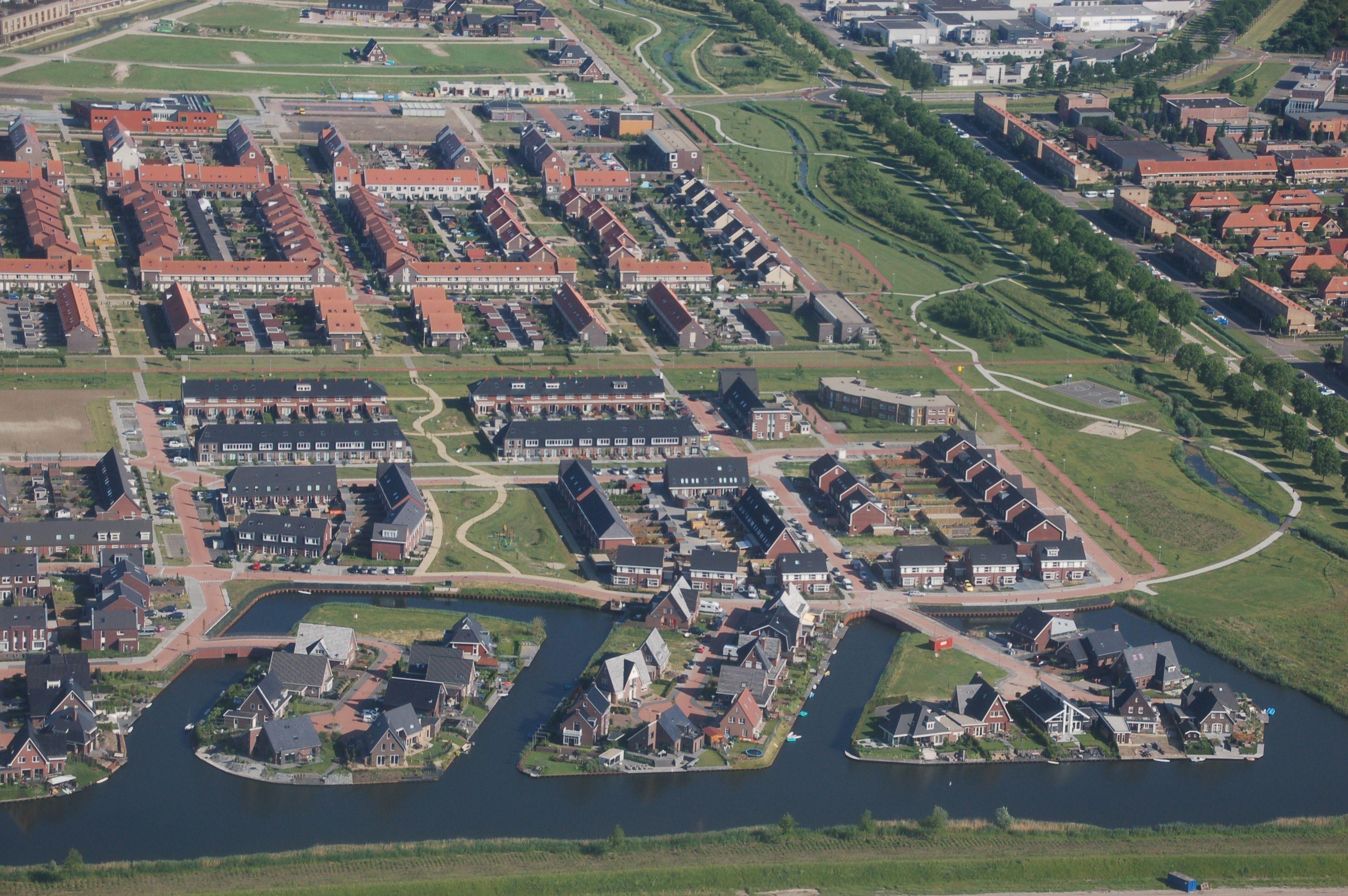 Polder-Theorie: Je näher der Mensch am Wasser lebt, umso unlinearer werden seine Behausungen.