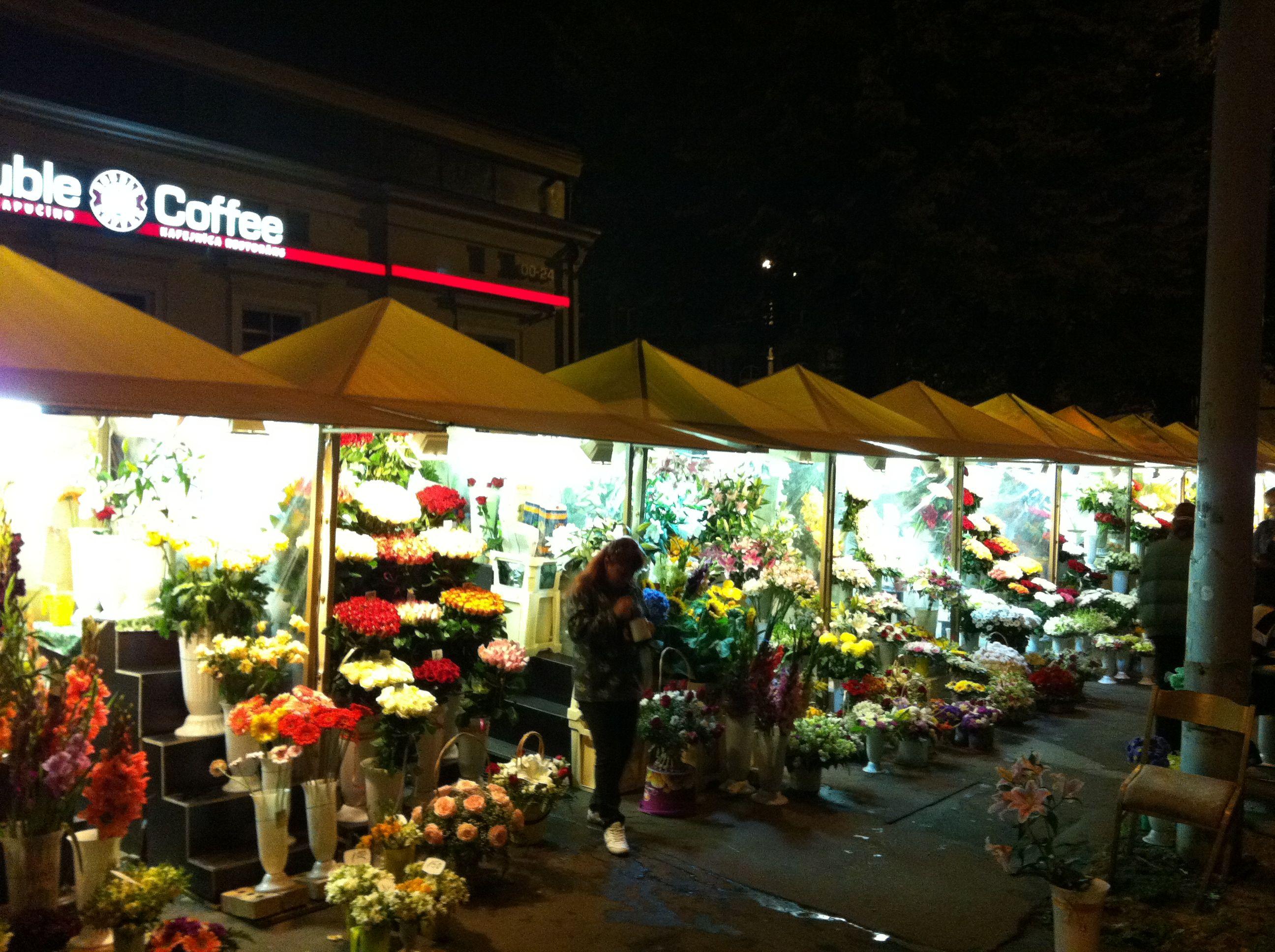 Unwirklich schön: der nächtliche Blumenmarkt