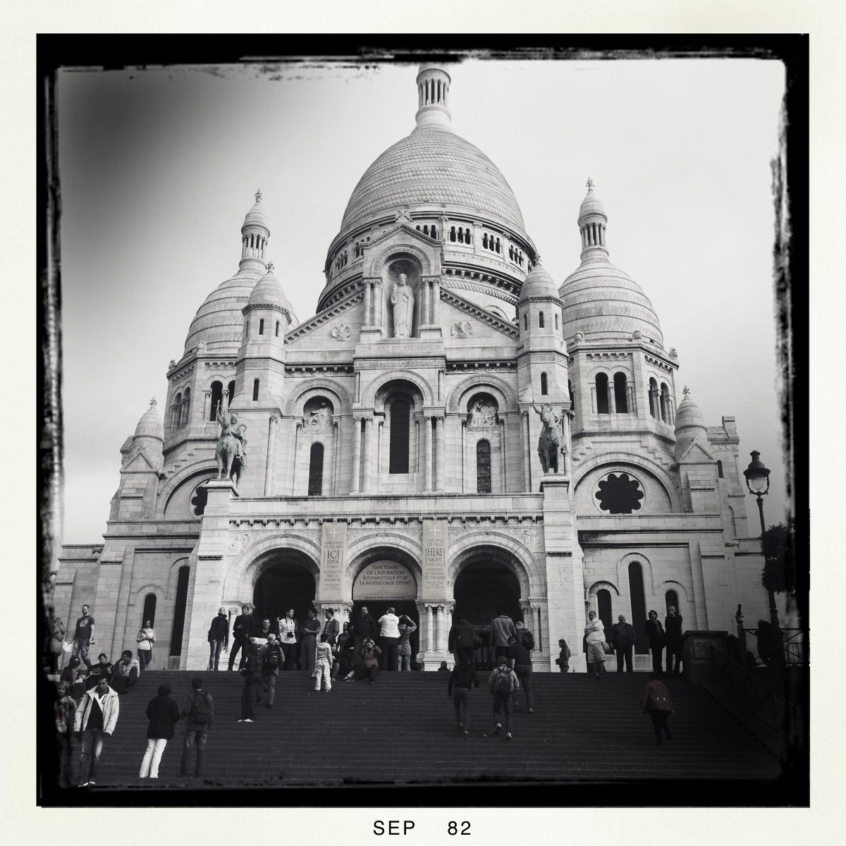 Sacré-Coeur ist das erste Monument, das ich erkenne.
