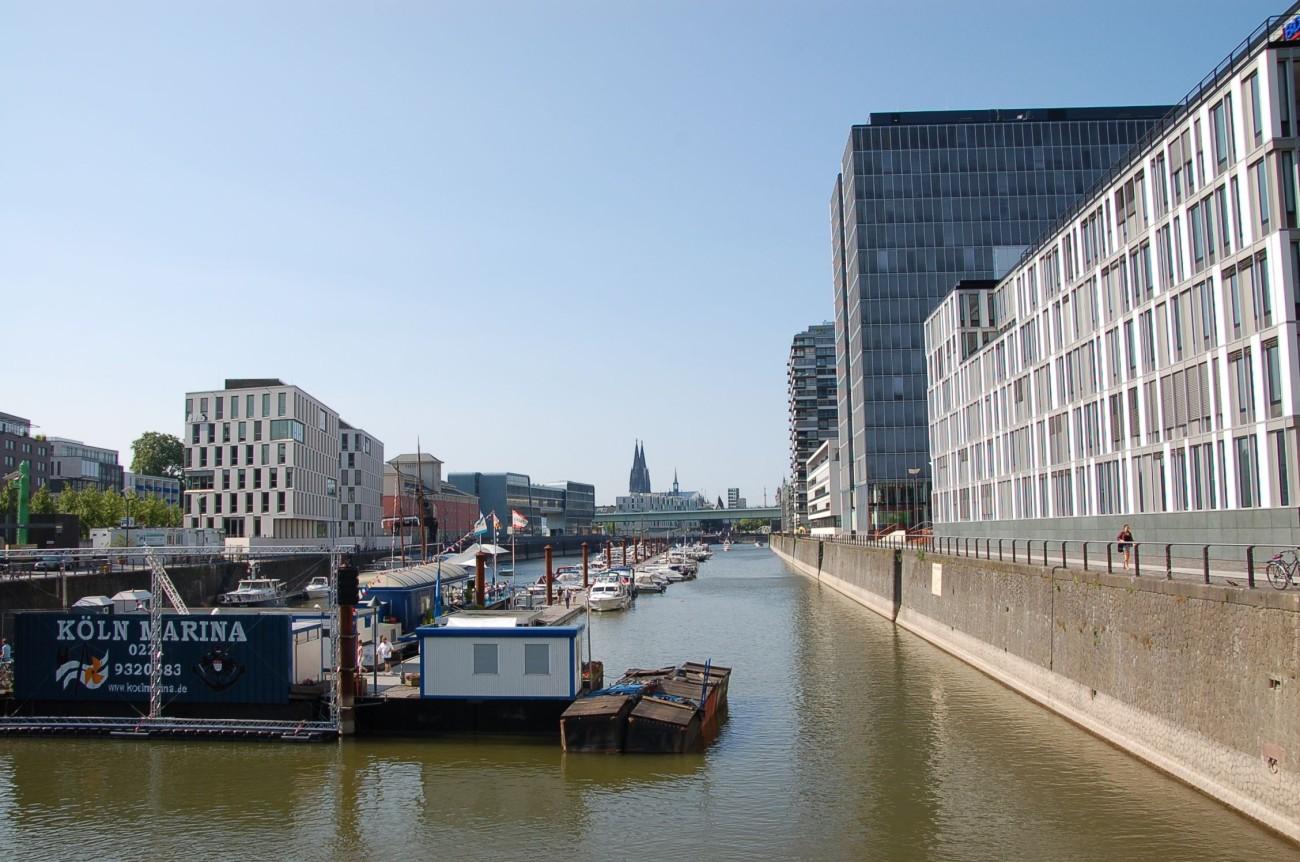 Gelungene Konversion: Die Bebauung im Rheinauhafen ist konsequent unsentimental
