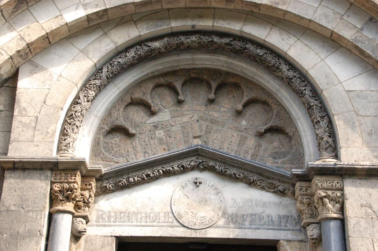 Eines Tages wird das Wasser wieder steigen: An der Fassade von St. Maria in Lyskirchen erinnert eine Marke an das ewige Rekordhochwasser. Doch auch wenn die Fans eines verfeindeten Fußballvereins dies noch so oft skandieren, bleibt zu hoffen, dass es die Stadt nie wieder so hart treffen wird, wie im Februar 1784
