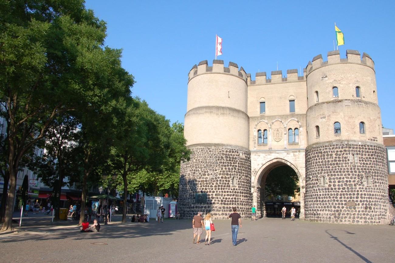 Metropole des Mittelalters: Köln war über Jahrhunderte von Stadtmauern eingeengt. Das Hahnentor ist eines der Überbleibsel