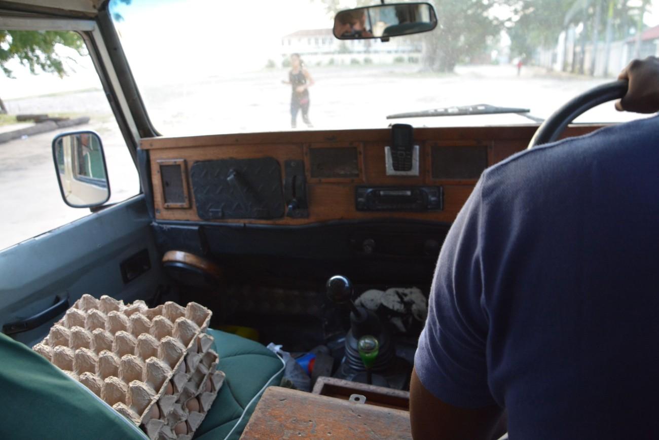 Der Beifahrersitz mit der Basis für das Omelette in der Wildnis
