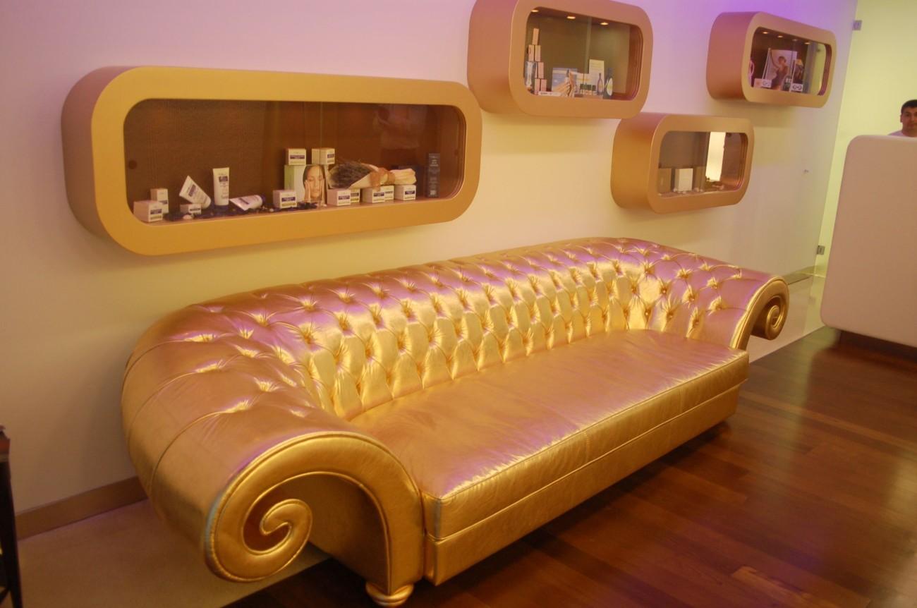 Ein goldenes Sofa? SERIOUSLY?