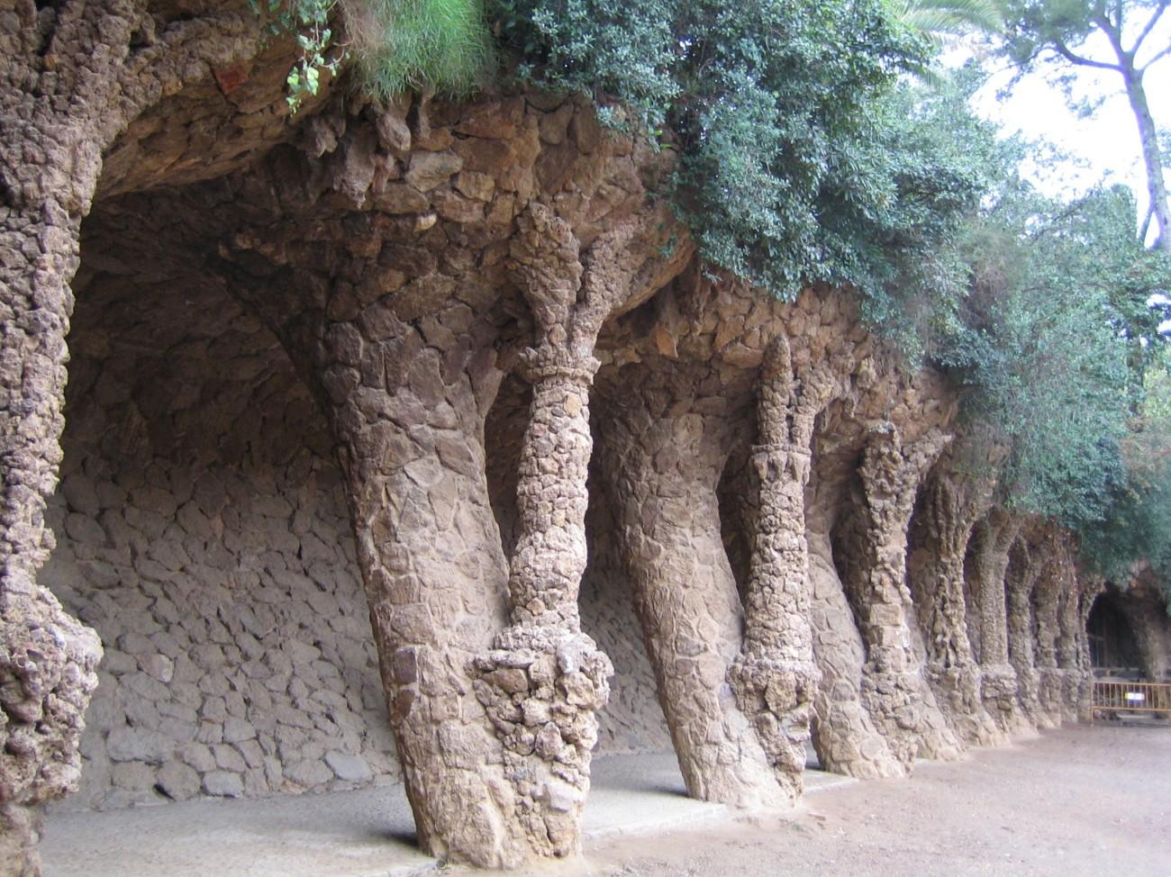 Natürliche Schlichtheit: Gaudís Säulenlandschaft im Parc Güell