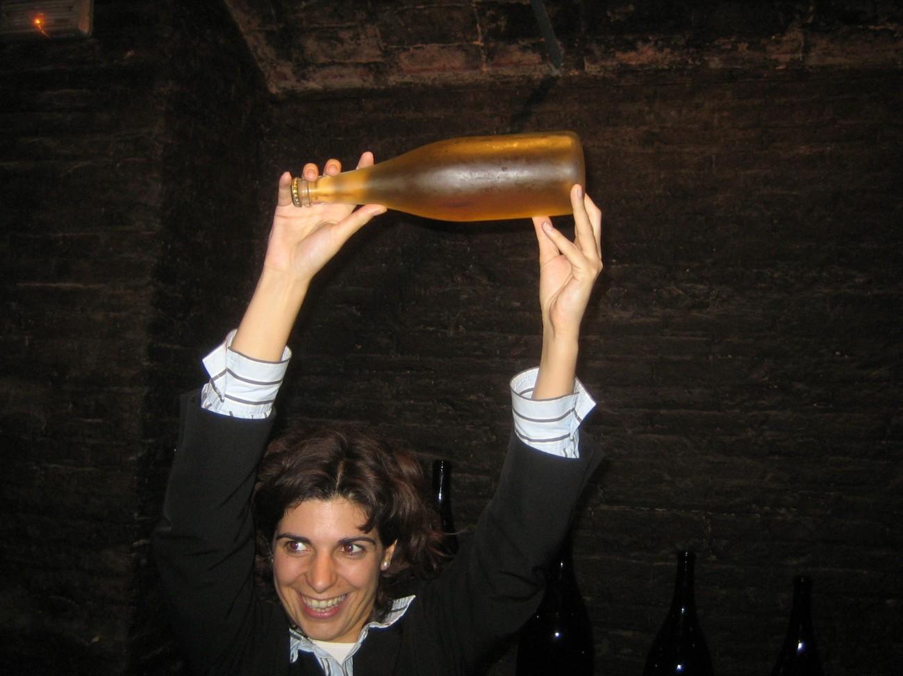 Wie kommt der Cava in die Flasche?
