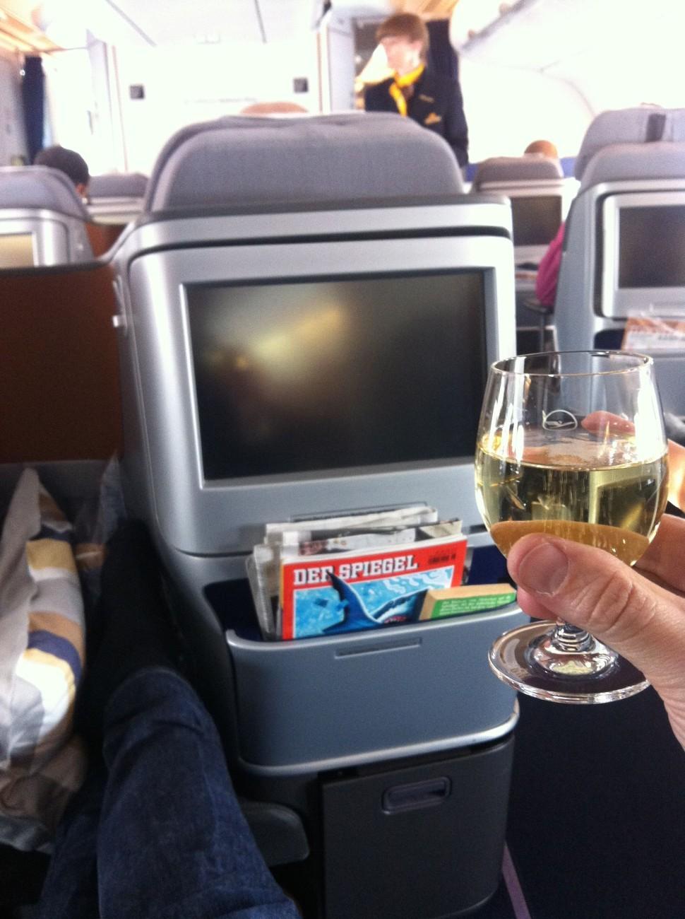 Prost Lufthansa, Deine Business Class mag schön sein, aber Deine Vielfliegerkarte habe ich in den Müll geschmissen