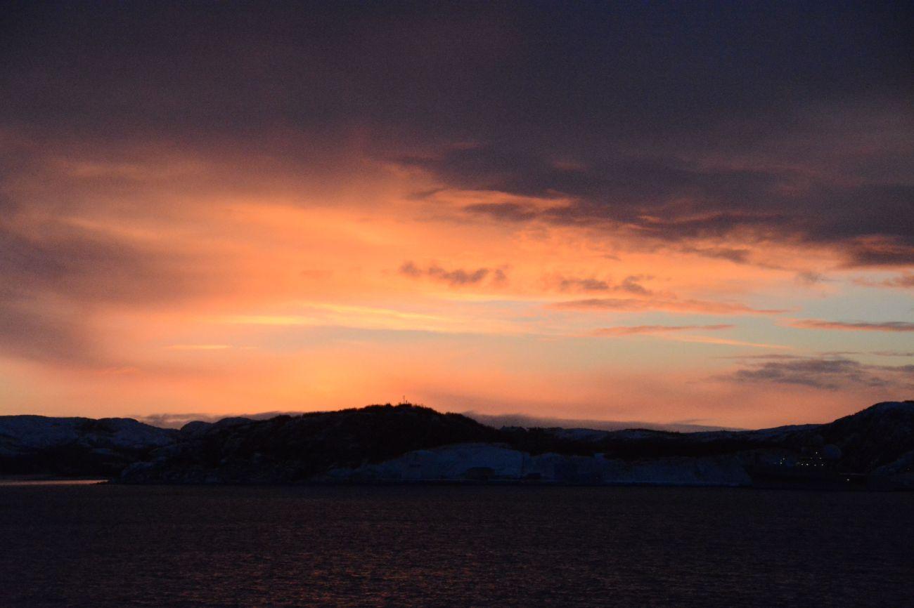 Der Hafen von Kirkenes während der Polarnacht