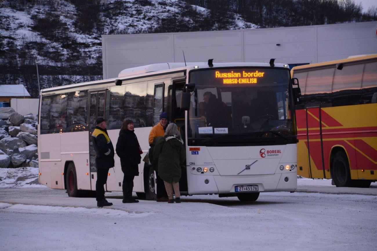 Der Boreal-Tranport ist ein Bus, der Passagiere zur russischen Grenze bringt
