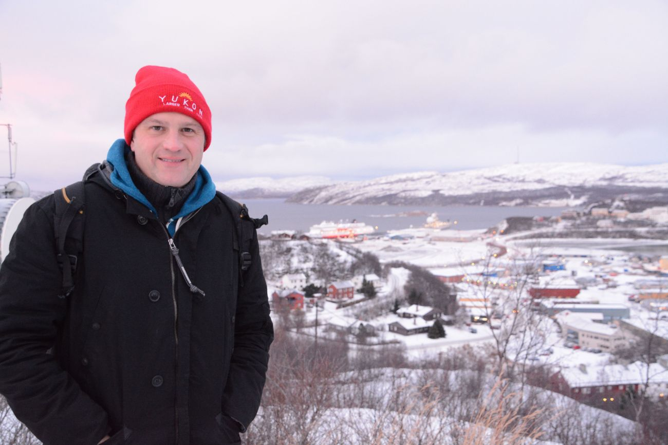 Der Autor in Kirkenes, Nordnorwegen, mit falscher Kopfbekleidung