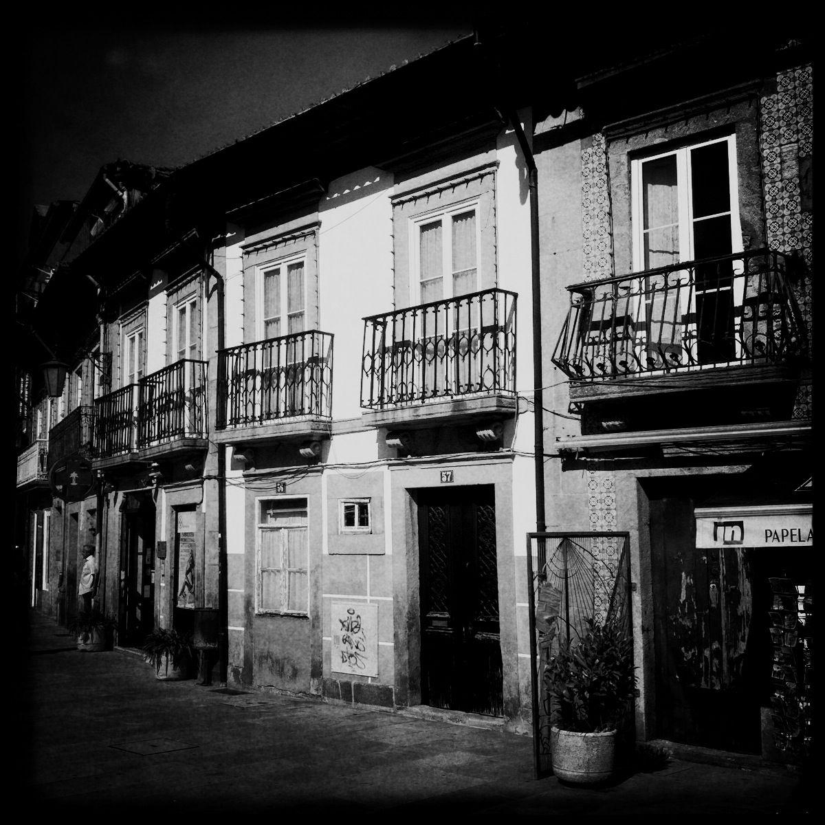 Winzige Häuschen, die mit Azulejos verziert sind: In Viana lebt die Vergangenheit