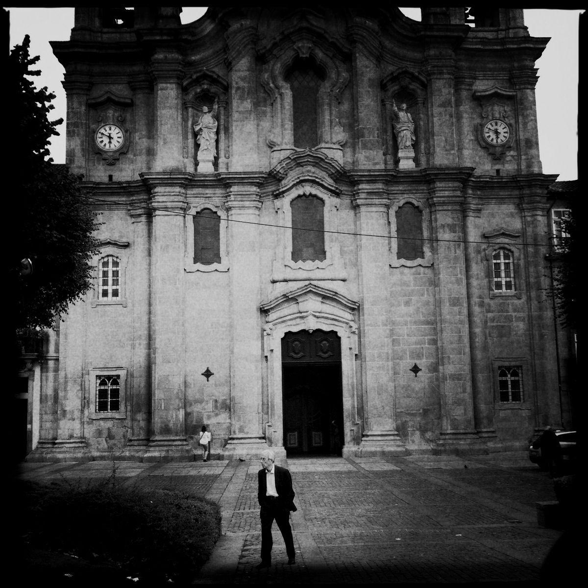 Trotz aller Kirchen und schwarz gekleideter Gestalten: Die Innenstadt von Braga ist komplett ver-w-lant