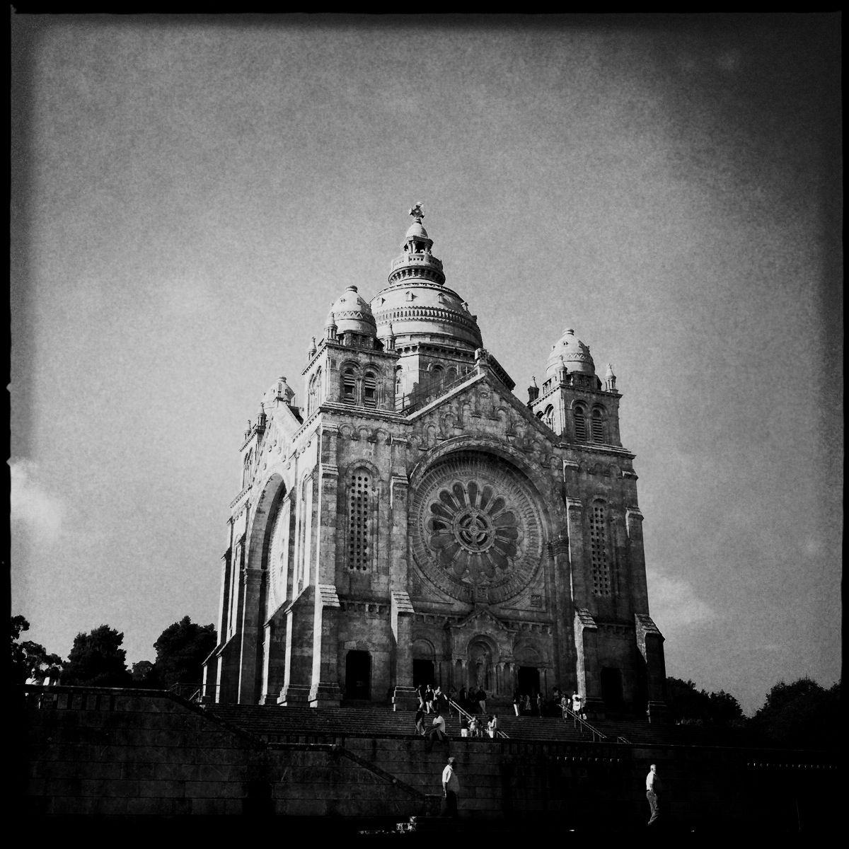 Wahrzeichen von Viana do Castelo: Die trutzige Kirche Santuária de Santa Luzia