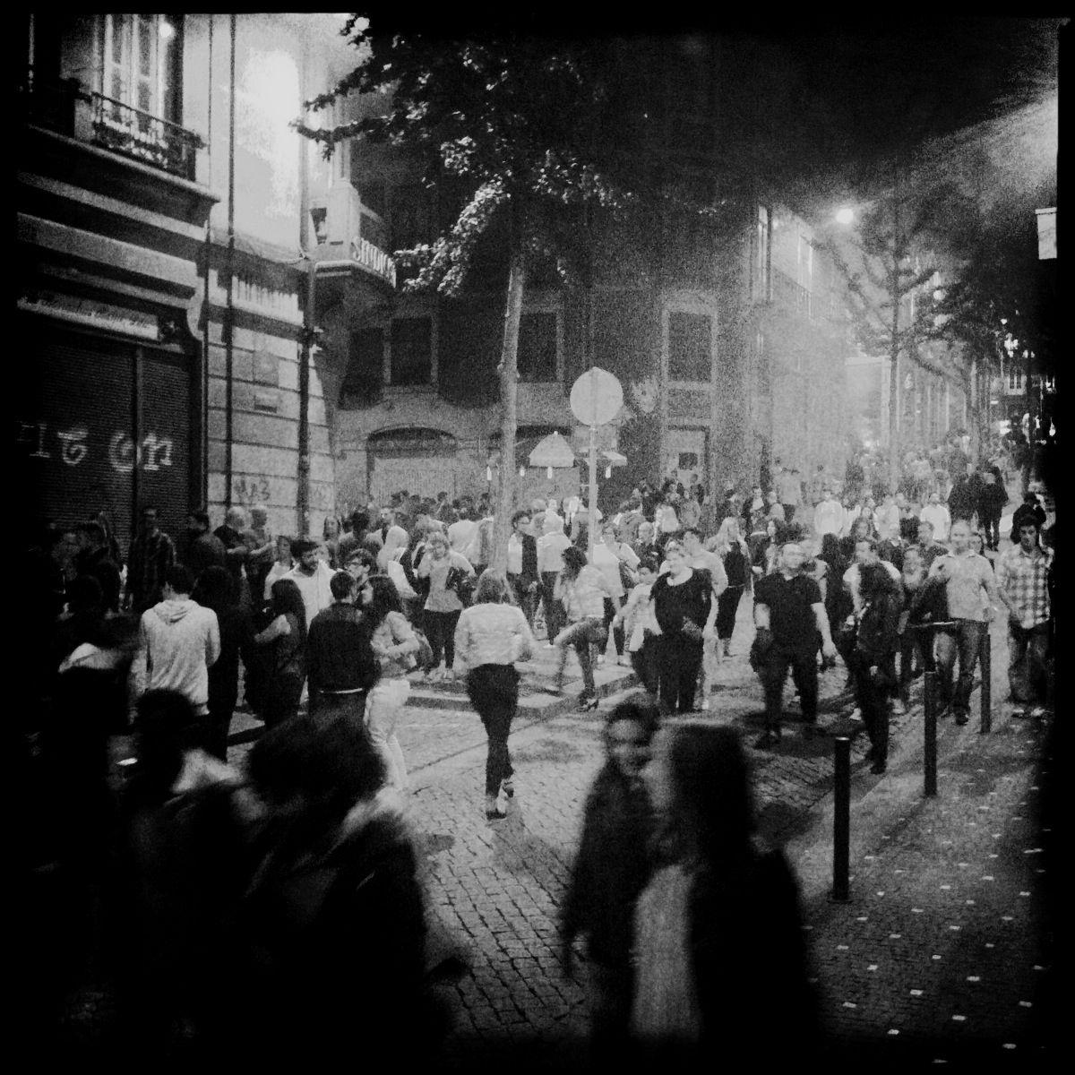 Die Menschen feiern auf der Straße - James Murphy von LCD Soundsystem hätte seinen Spaß