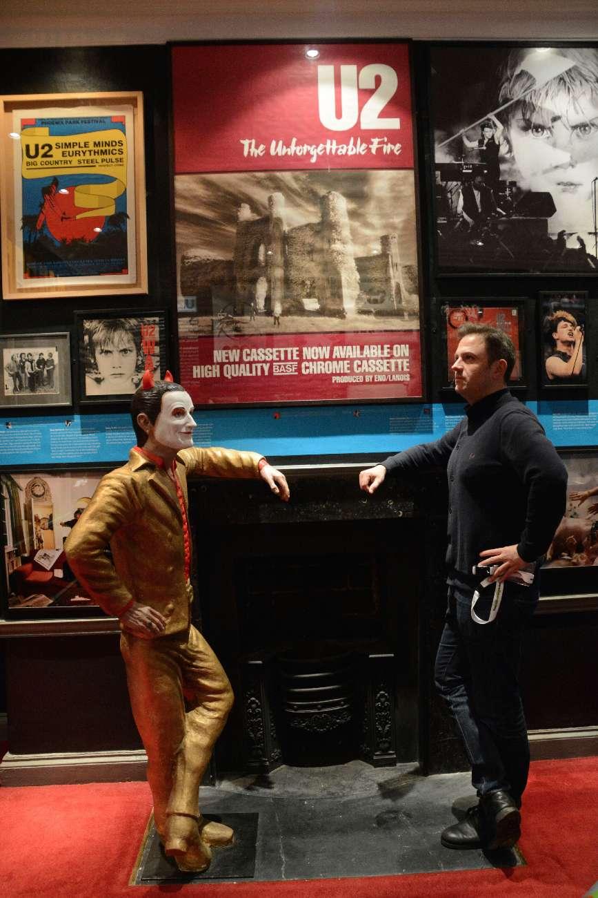 Lebensgroß oder lebensklein? Bono und ich