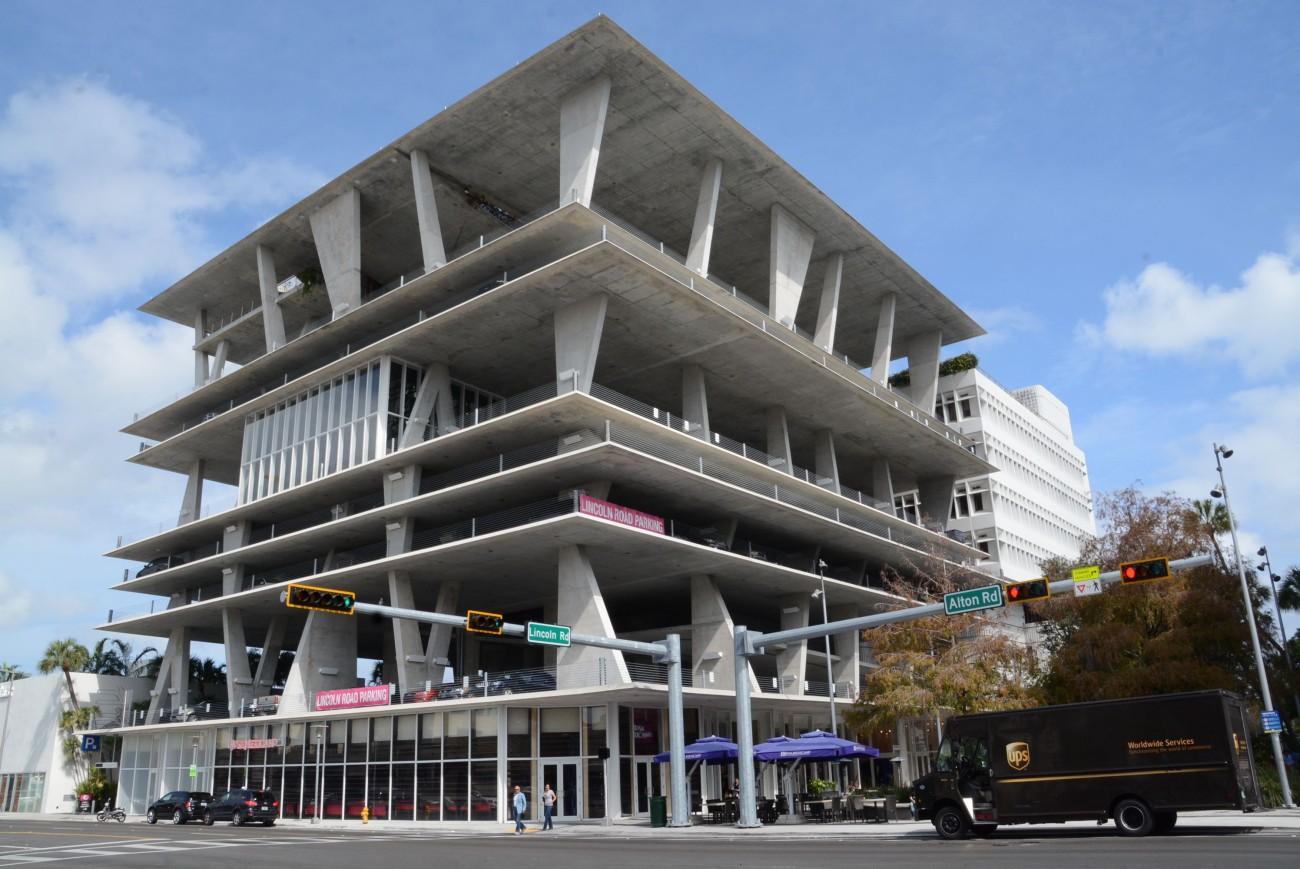 Blickfang ohne Fassade: 1111 Lincoln Road in South Beach Miami