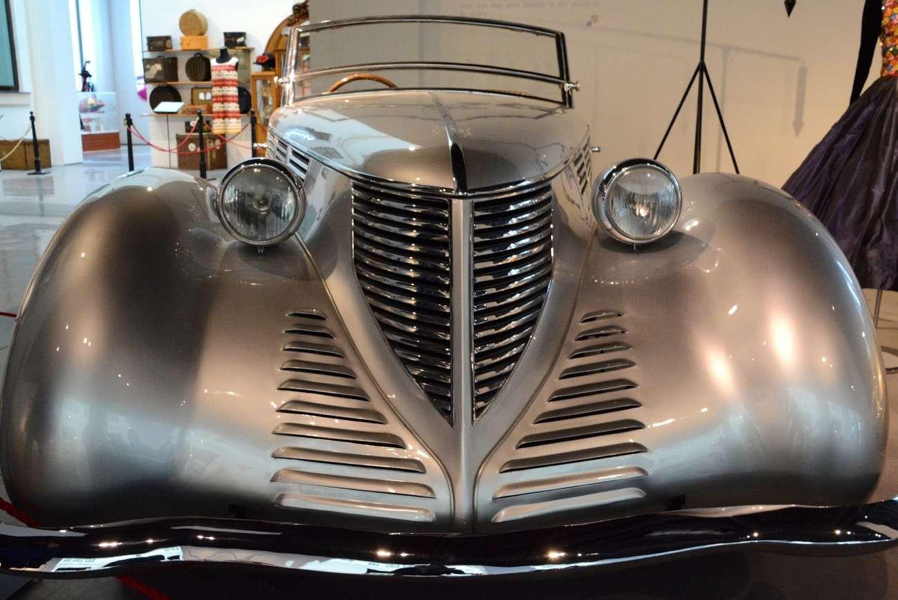 Höchstens der ebenfalls 1938 erbaute Lancia Astura kann da noch mithalten