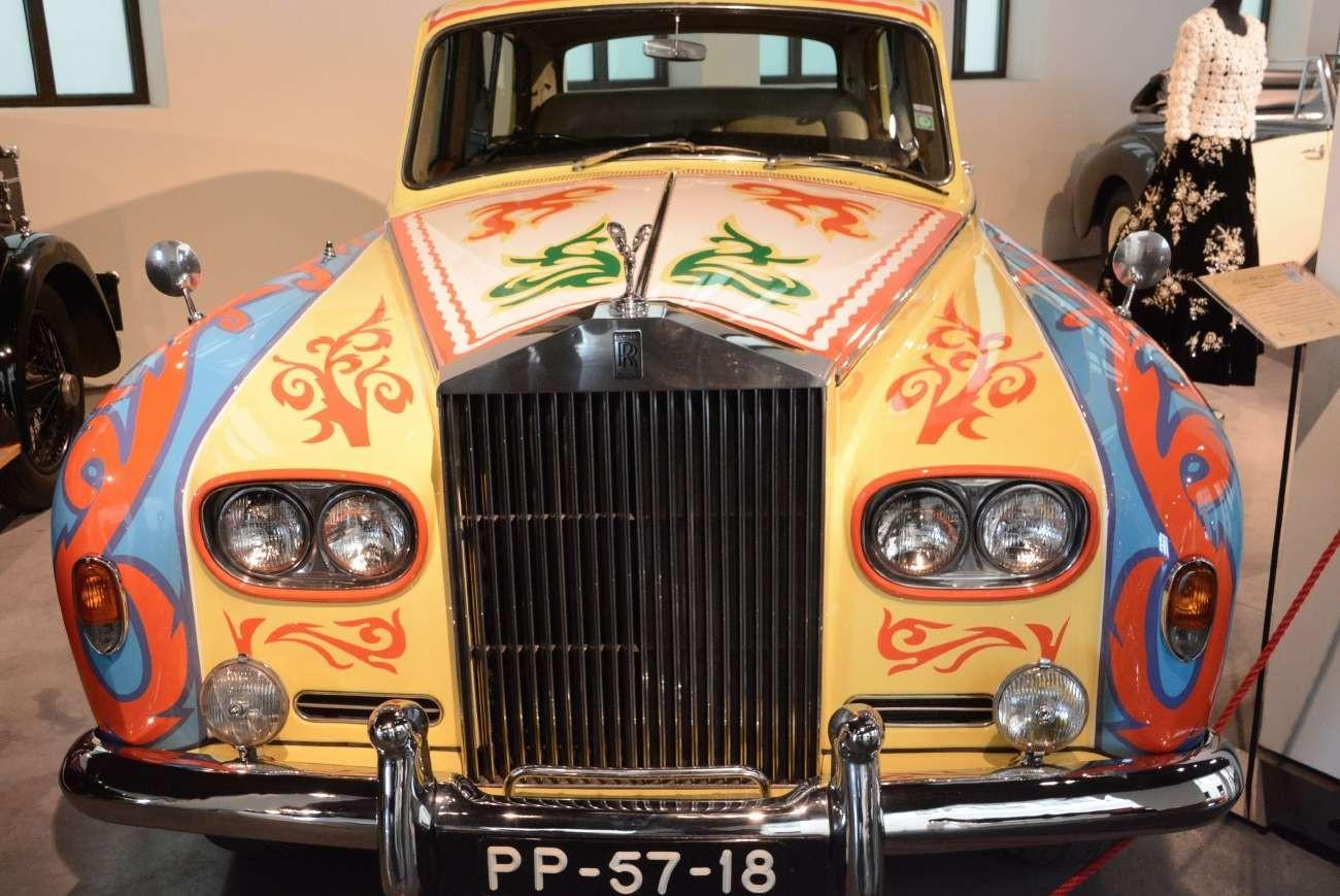 Der Rolls Royce aus dem Jahr 1985 ist mit Swarovski-Kristallen verziert. Michael jackson mochte das so