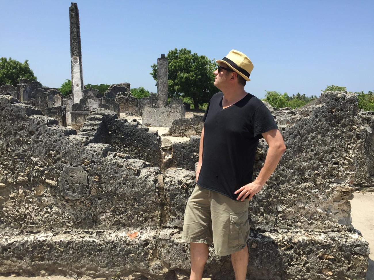 Der Autor sinniert in der Ruinenlandschaft darüber, ob er wohl das Zeug zum Abenteurer hätte