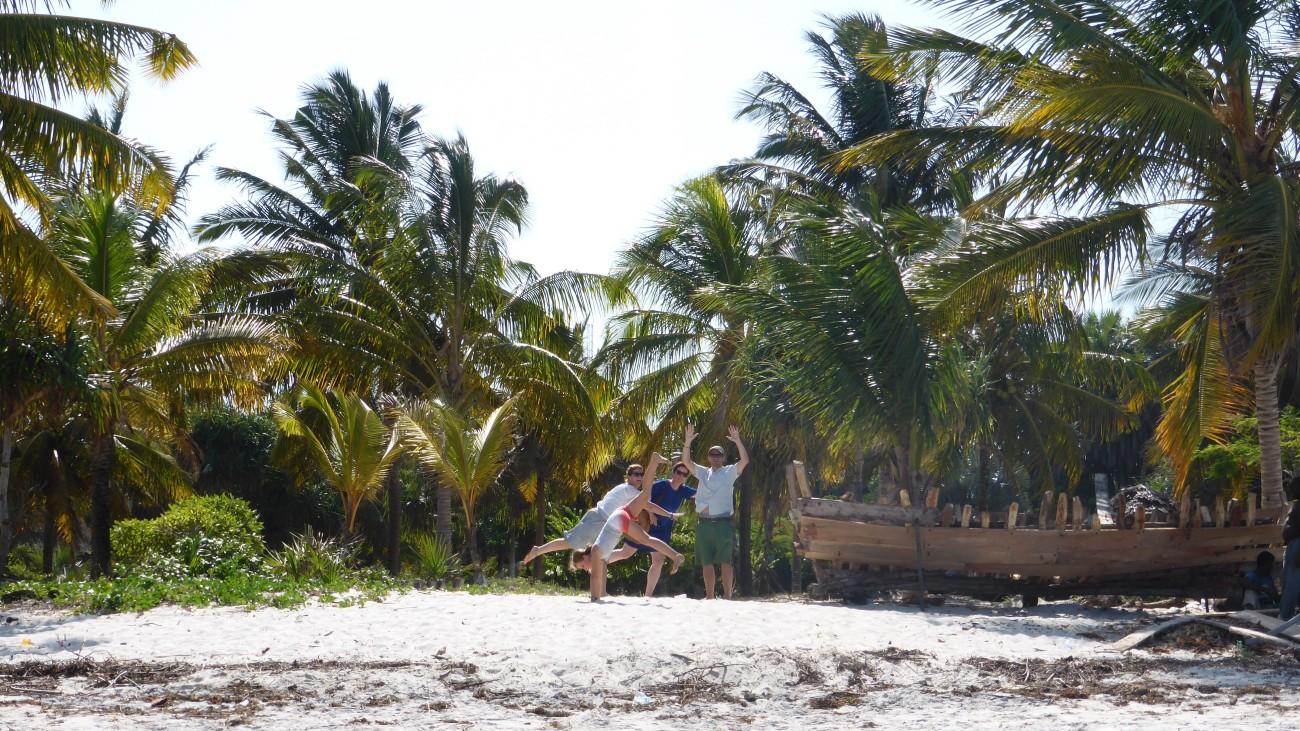 Bis zum palmengesäumten Strand sind es nur ein paar Meter