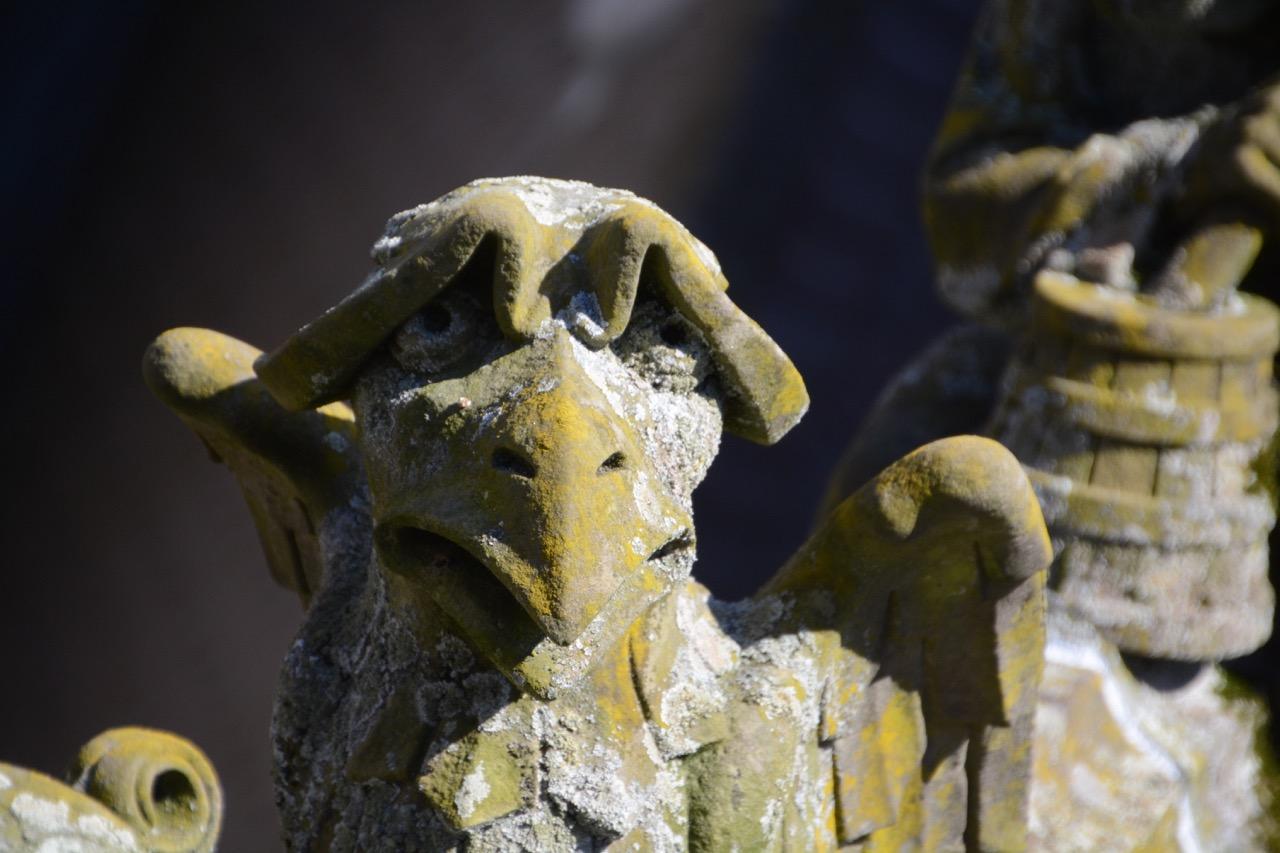 Die Konturen ihrer Gesichter zeigen deutliche Ähnlichkeit mit den Figuren aus Boschs Bildern