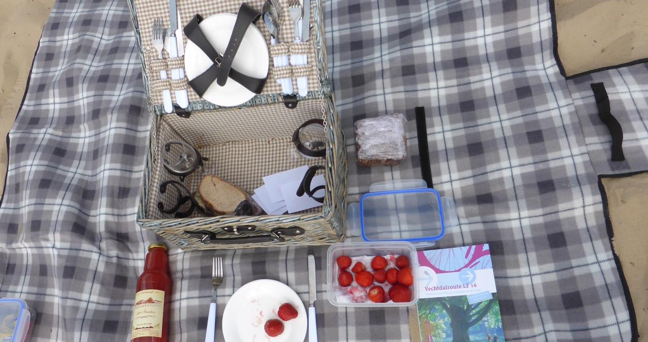 Ab in die Sahara - schließlich ist der Picknickkorb ist gut gefüllt