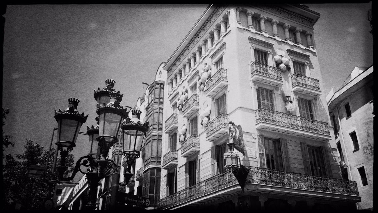 Barcelona in Schwarzweiß Reiseblog Im Schatten des Windes Boarding Completed03