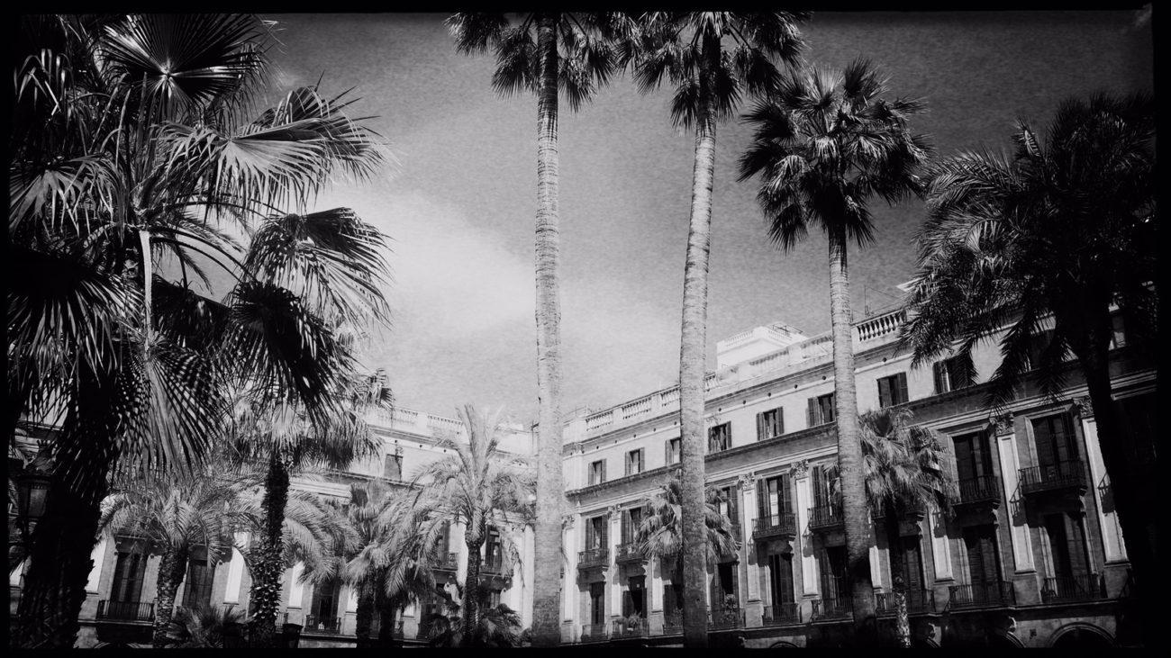 Barcelona in Schwarzweiß Reiseblog Im Schatten des Windes Boarding Completed09