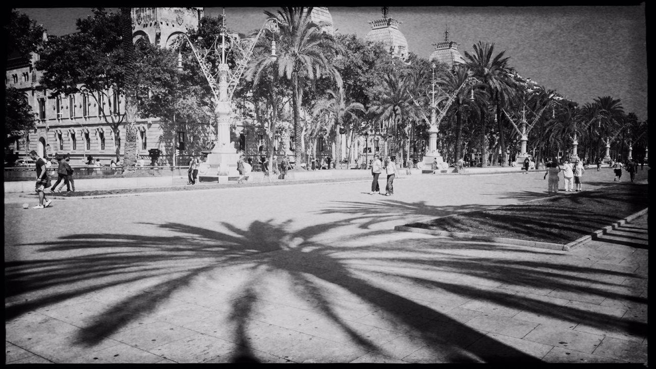 Barcelona in Schwarzweiß Reiseblog Im Schatten des Windes Boarding Completed22