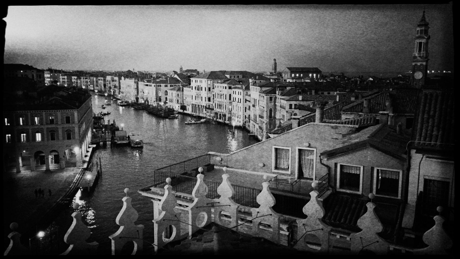 Blick von der Fonazione Tedesci in Venedig auf den Canale Grande