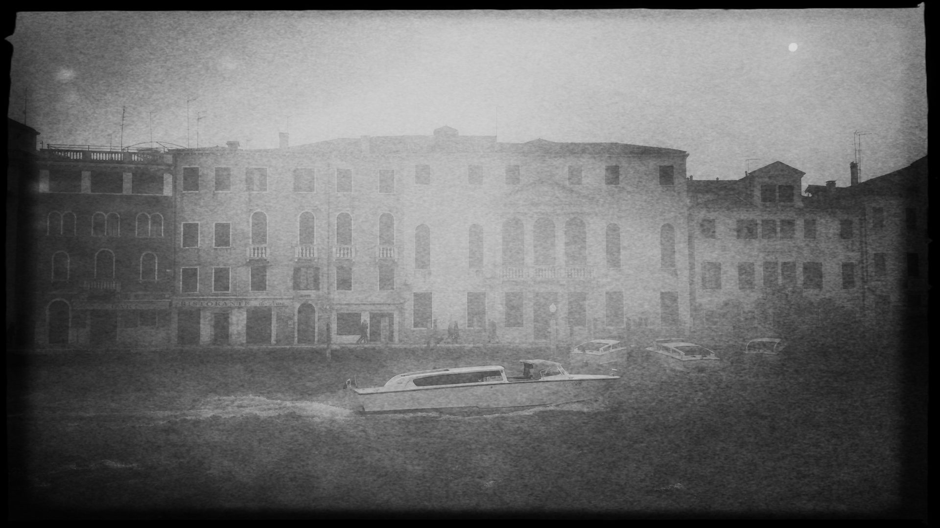 Nur widerwillig lichtet sich der Nebel in Venedig. Foto: Benno von Archimboldi