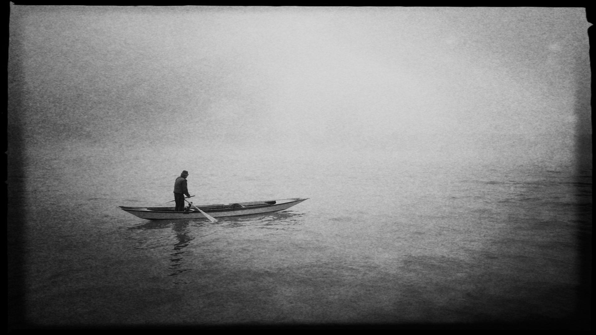 Einsamer Gondoliere im Nebel von Venedig