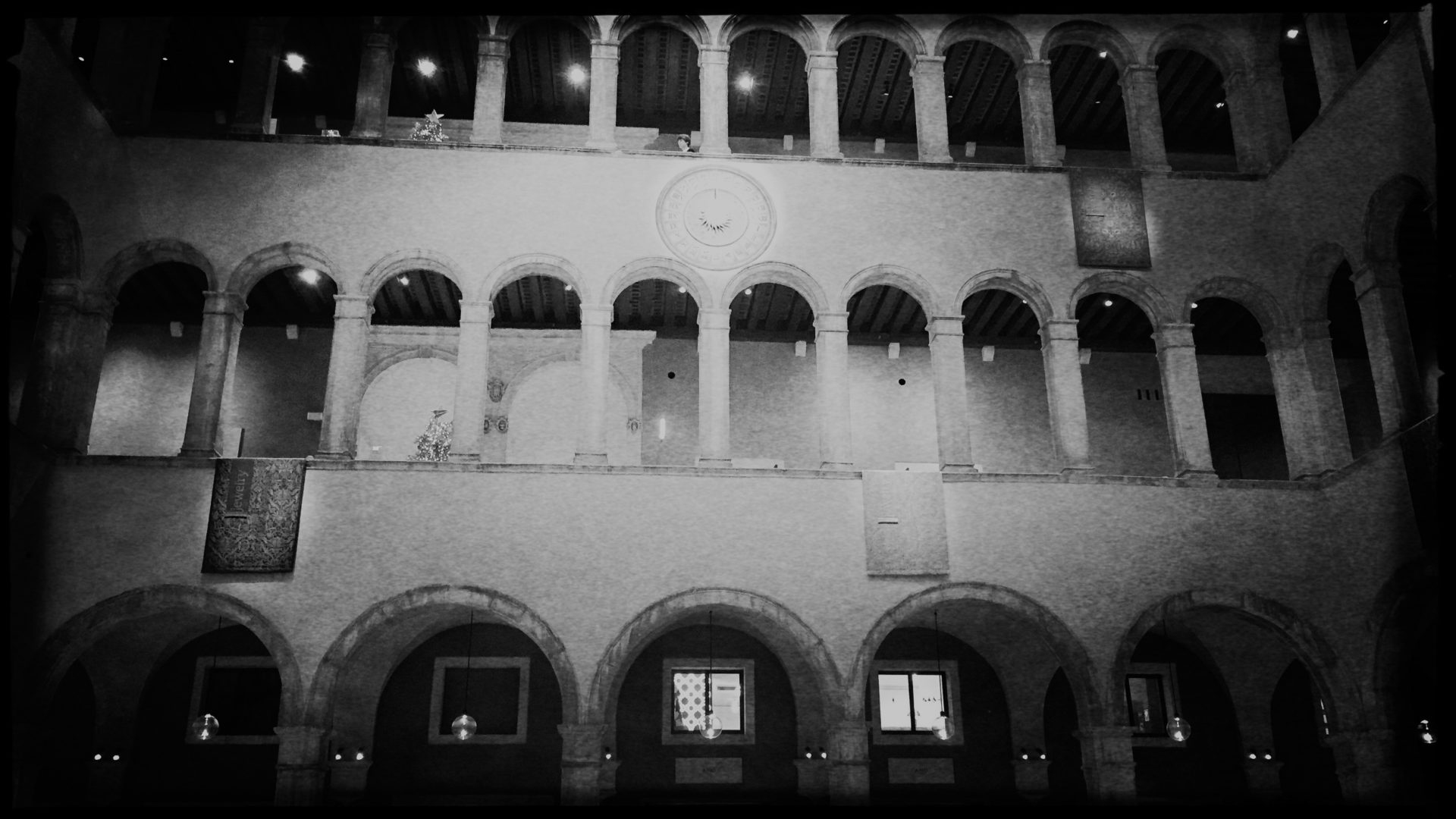 Innenleben der Fondazione Tedeschi, einem vornehmen Kaufhaus, das nach einem Deutschen benannt ist