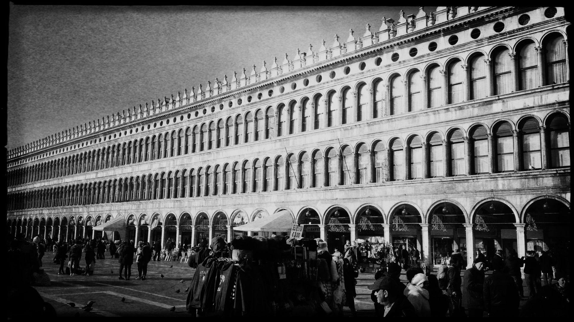 Kein Rad in Sicht: Der Markusplatz in Venedig. F