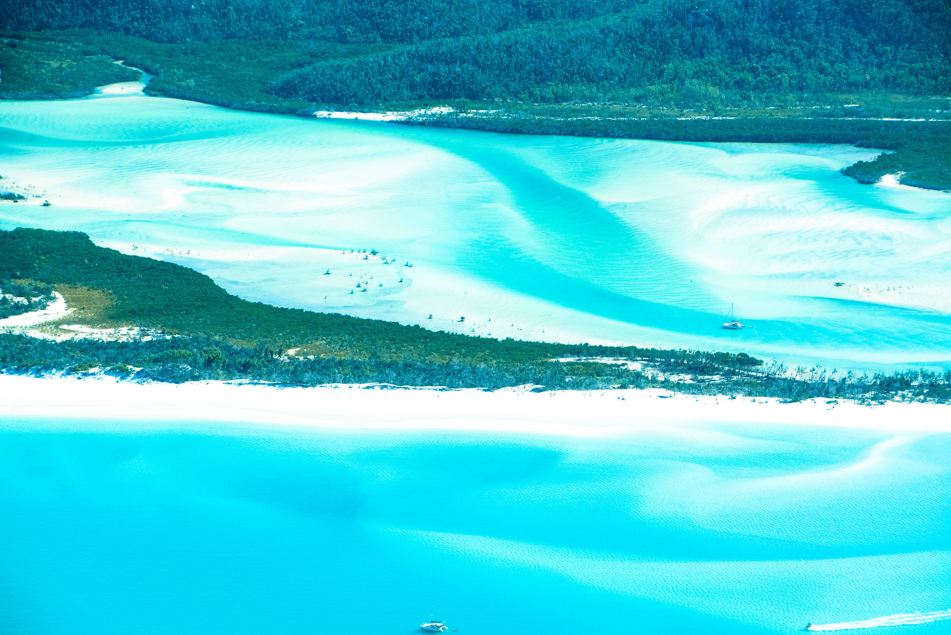 Die Farben von Queensland: Im Hill Inlet ändern sie sich dank der Sandformationen im Stundentakt. Rundflug über die Whitsundays und das Great Berrier Reef