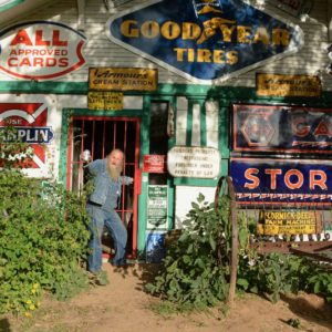 Route-66-Legende Harvey Russell vor seinem Shop in Erick, Oklahoma