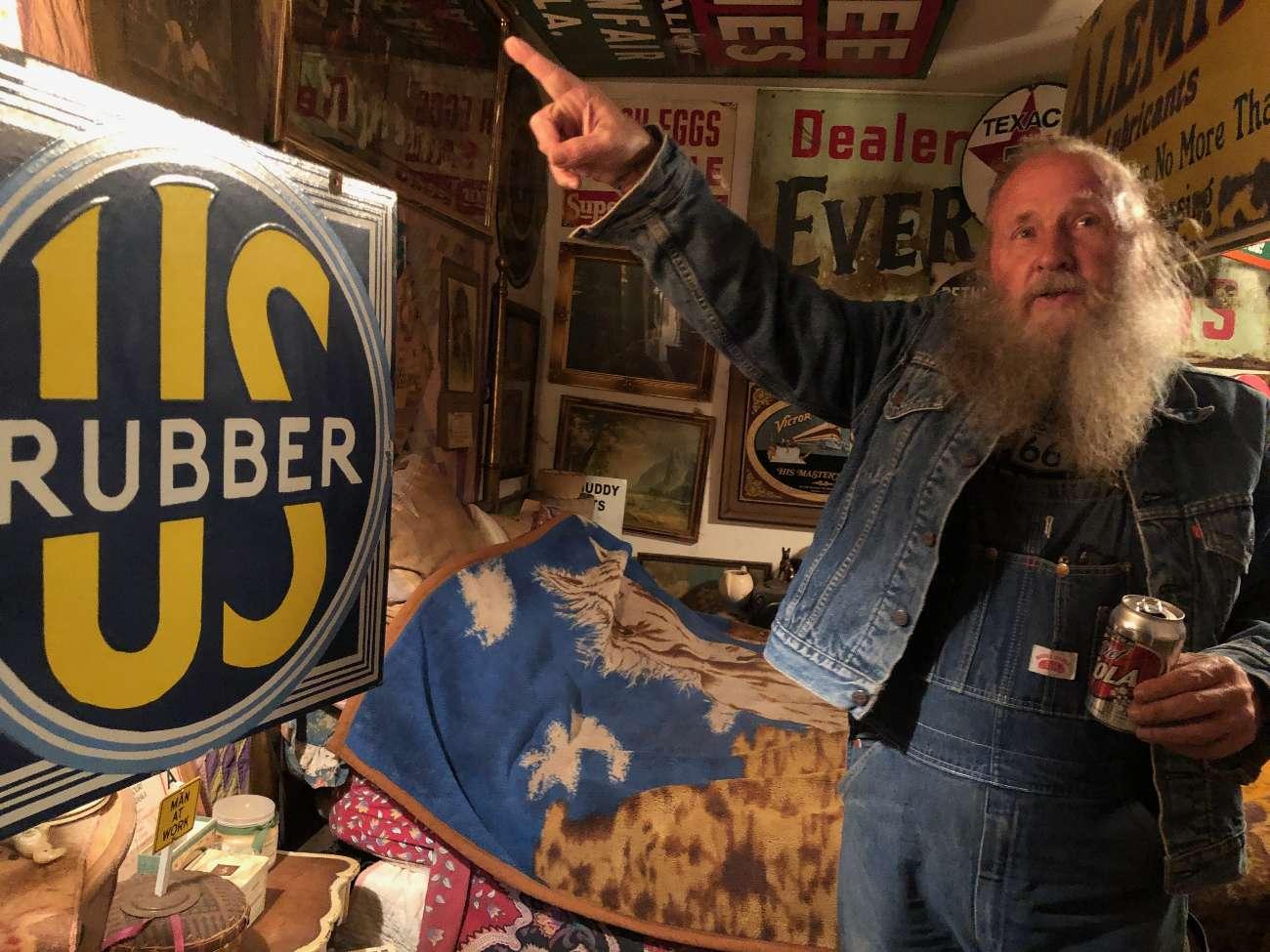 Route-66-Legende Harvey Russell in seinem Laden in Erick, OK