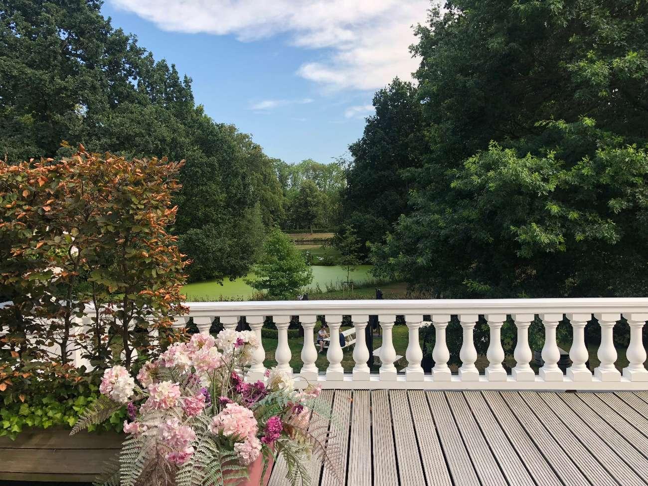 Der Central Park in Voorburg mit Horstensien auf der Terrasse