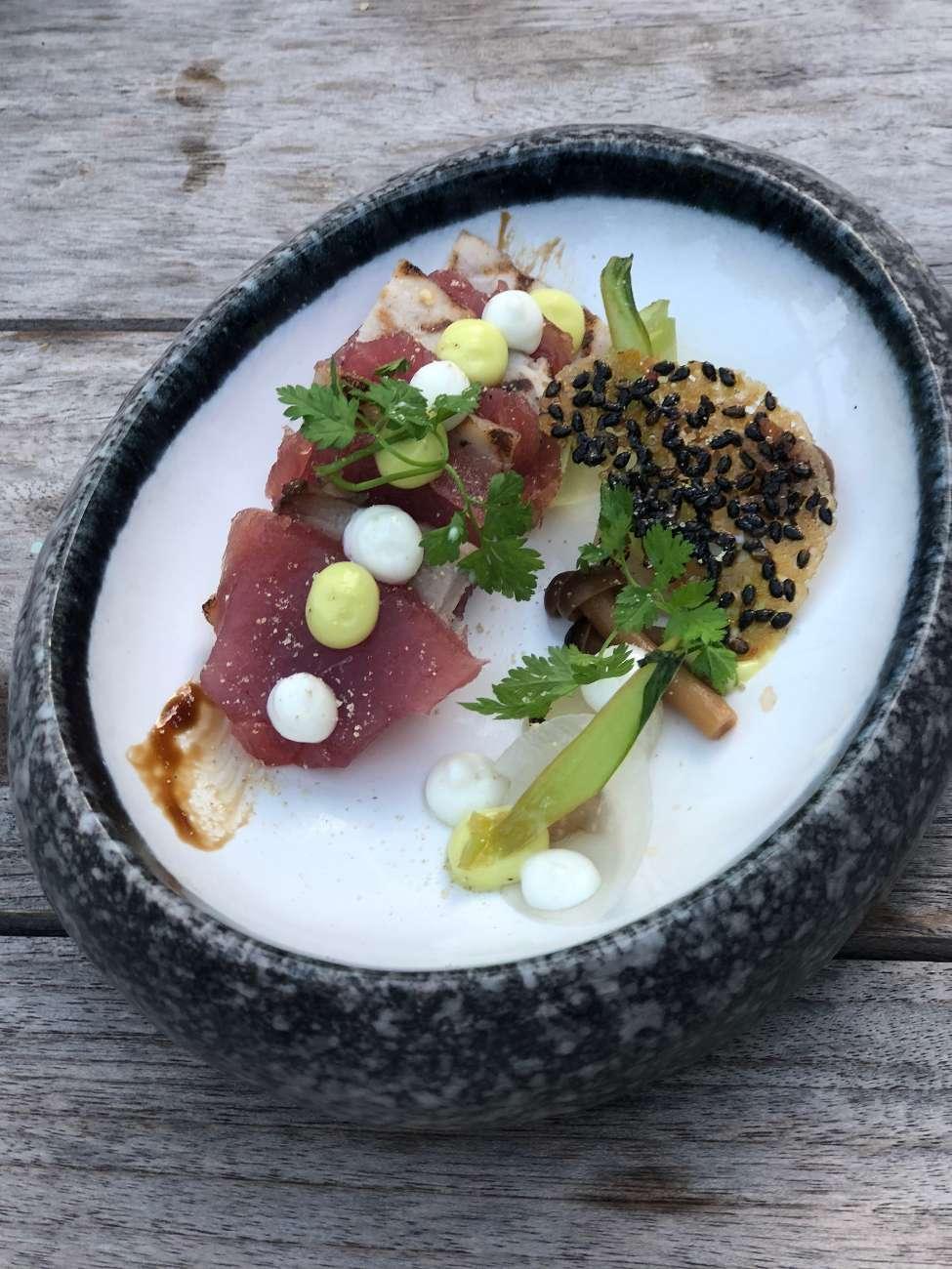Roher Fisch als Vorspeise im Restaurant des Hotels Central Park in Voorburg van Chef Ron Blauw