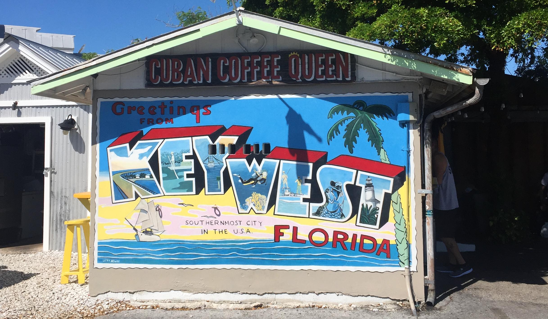 Street-Art-Gemälde an einer Häuserwand auf Key West mit Vintage-Motiv