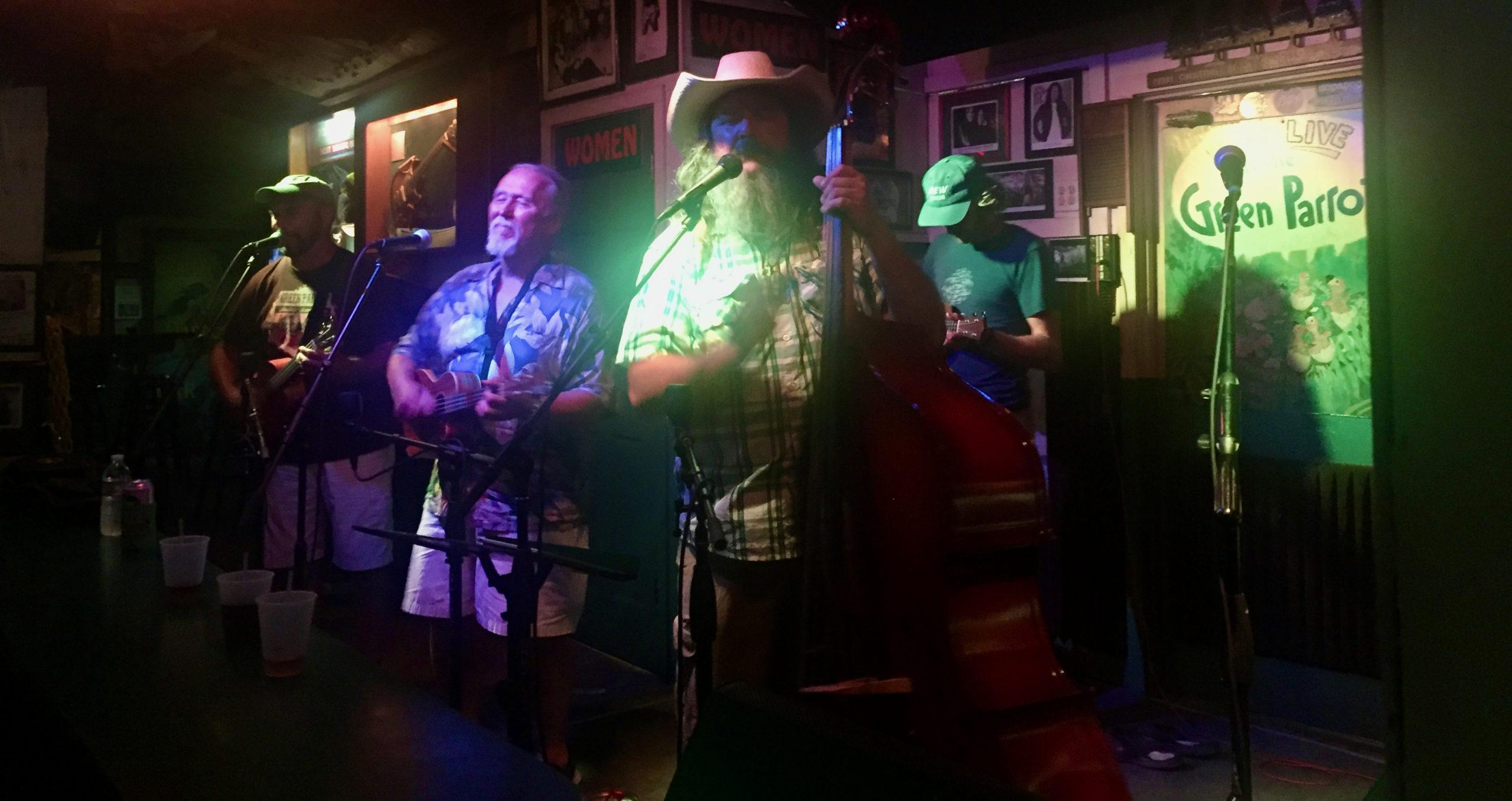 Eine Bluegrass-Band auf der Bühne von Key Wests bester Bar, The Green Parrot