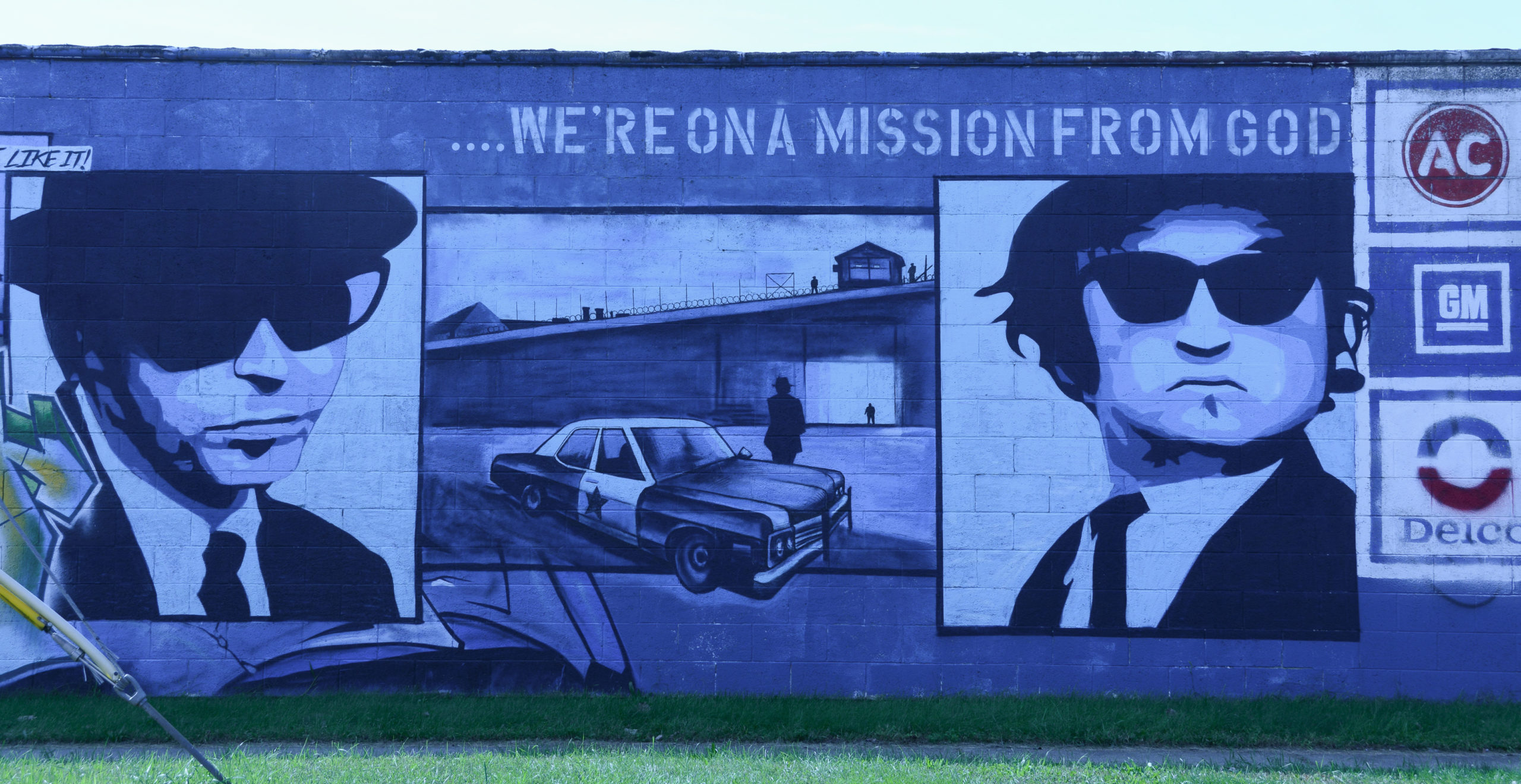 Ein Wandgemälde mit Jake und Elwood Blues in Joliet im US-Bundesstaat Illinois
