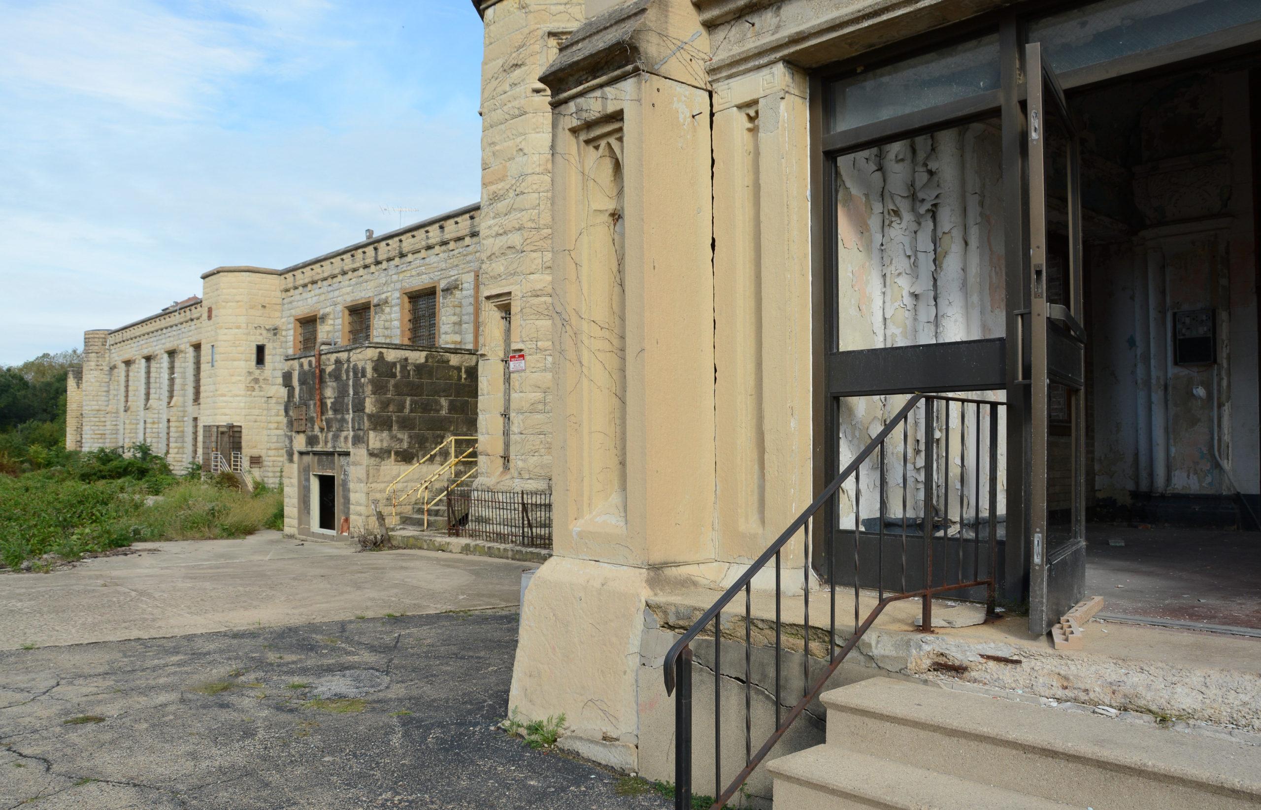 Der Eingang des verfallenen Old Joliet Prison