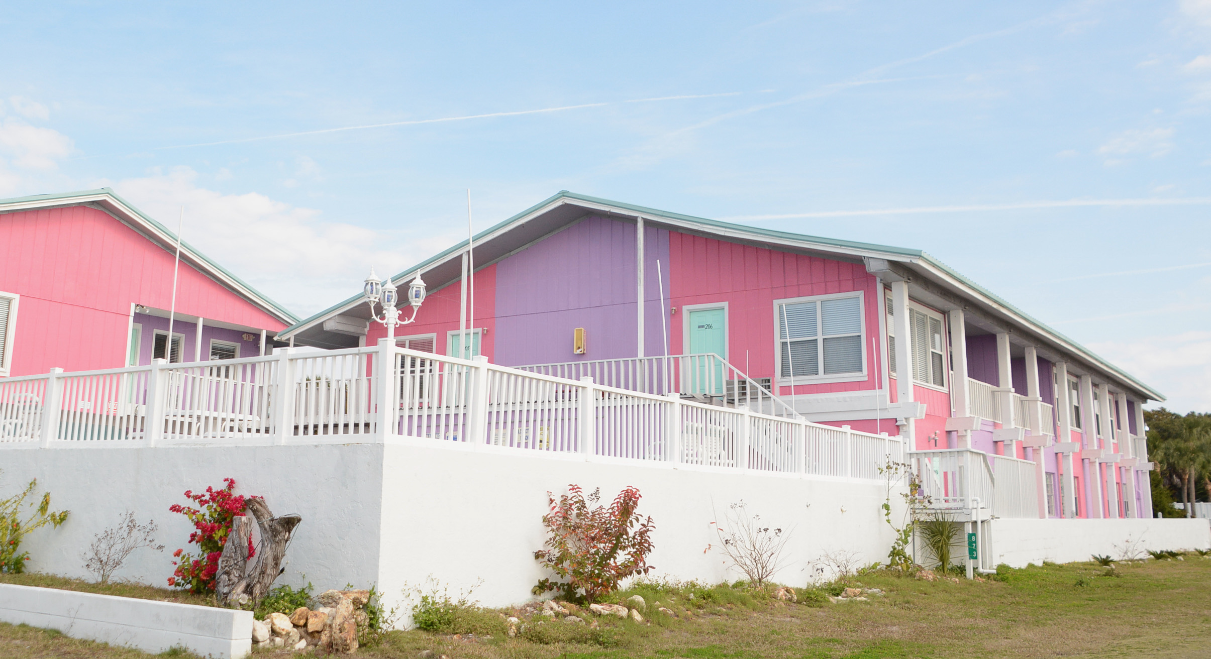 Ein Motel mit pinkem Anstrich in Florida