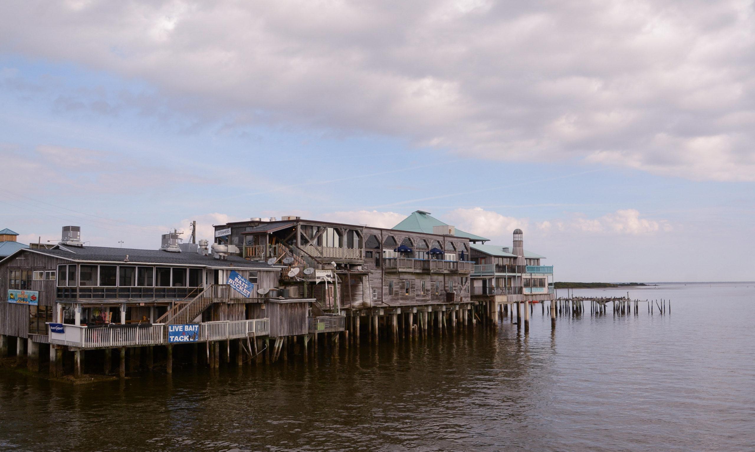 Holzstege auf Cedar Key reichen bis weit in den Golf von Mexiko